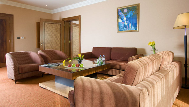 Diplomatic_Suite_Living_Room_3
