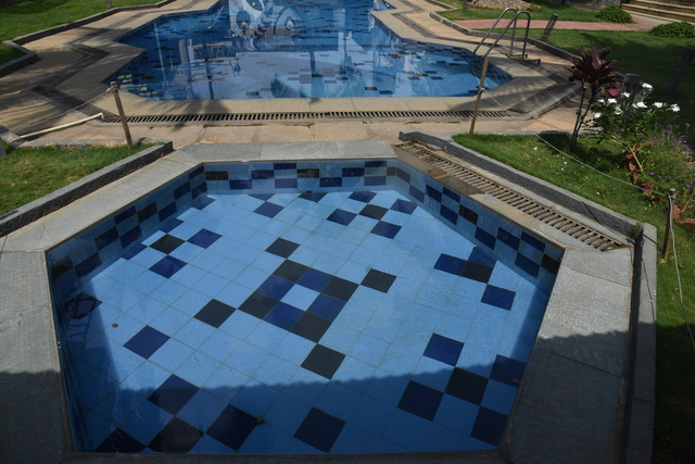 Swimming_Pool_(1)