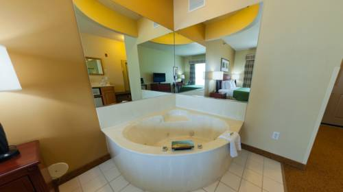 Country Inn & Suites - Mankato Hotel And Conference Center, Mankato ...