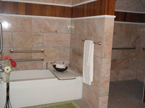 dover garden suites. 23163339; 23117772; 23164088; 23164163 Dover Garden Suites B