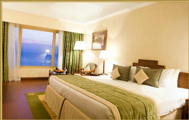 Deluxe_Room_Queen_Bed