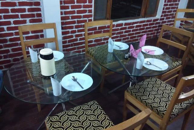 hotel-phoenix-manali-hotel-phoenix-restaurant1449665165640_jpg-manali-115120637770-jpeg-fs