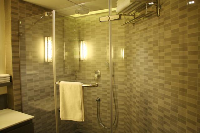 Club_Bathroom_(2)