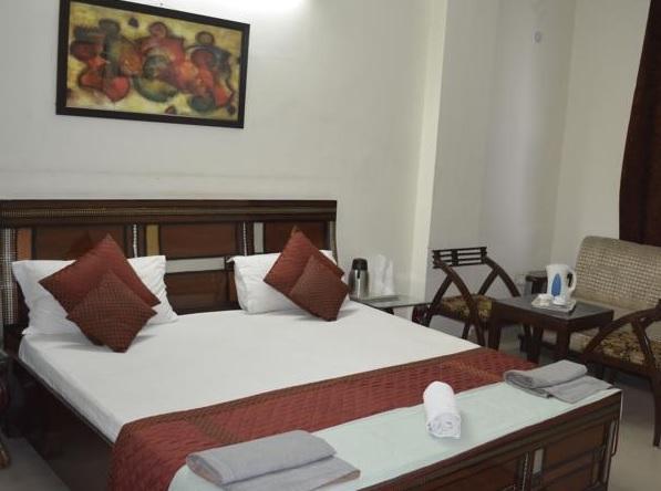 hotel-redox-noida-deluxe-room2-30371372g