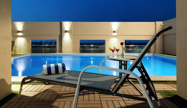 Pool_with_Deck_Chair