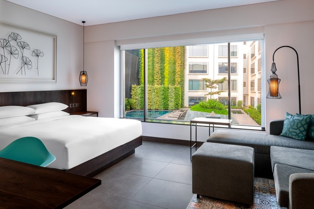 GOAZC_P049_King_Room_with_Pool_View