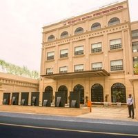 Hotel_Entrance_view_during_daytime_w