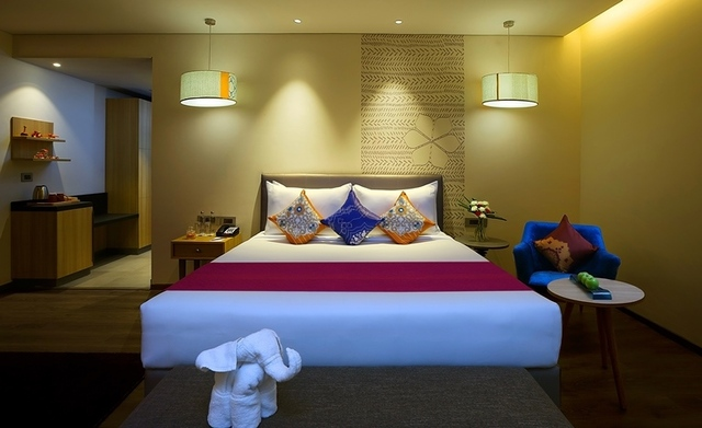 Suite_Room_with_Sofa2_