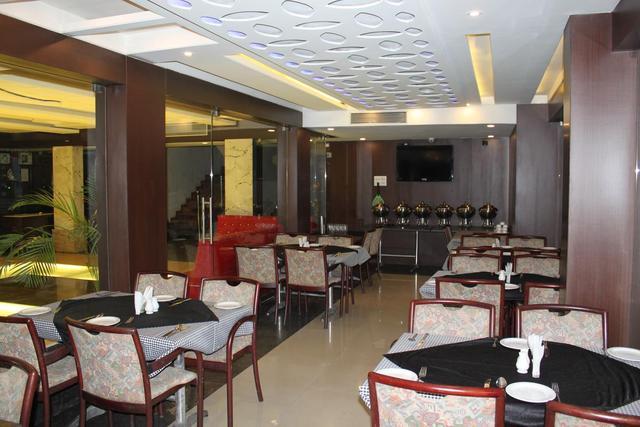 loharkars-family-hotel-nagpur-cafe-bar-2-71525800506fs