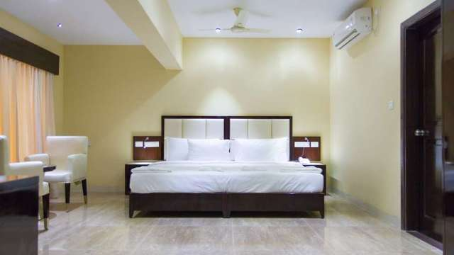 Karishma_Grand_Deluxe_Room_wkevc2