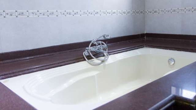 Karishma_Grand_Super_Deluxe_Room_Bathroom_vznoen
