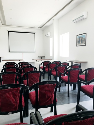 Conference_Hall_Theater_Style_Seating_2
