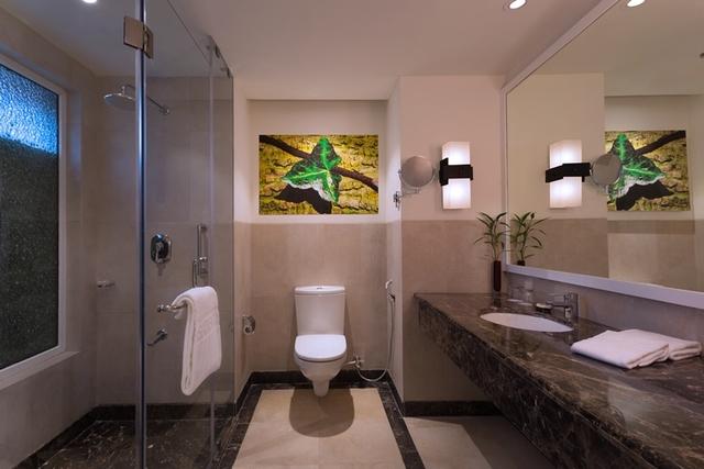 Bathroom_Green_Room
