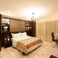 18._Suite_Room