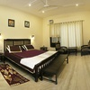 Deluxe_king_bed_room_with_balcony