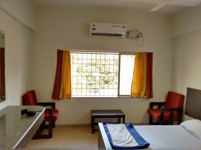 Sitting_area_within_room