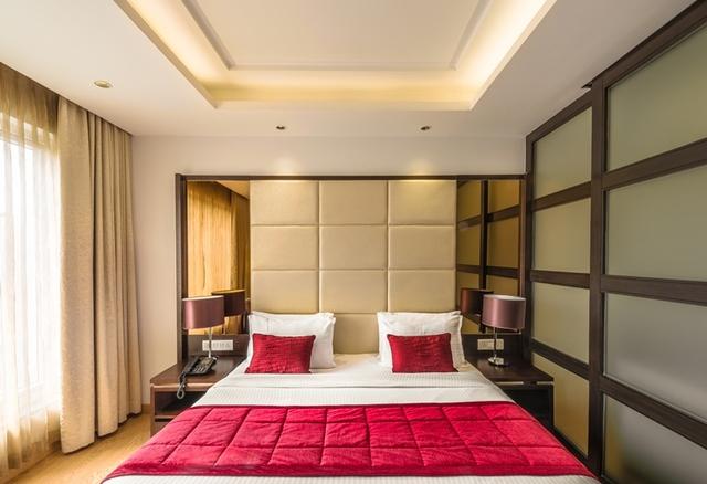 Grande_Suite_Bedroom