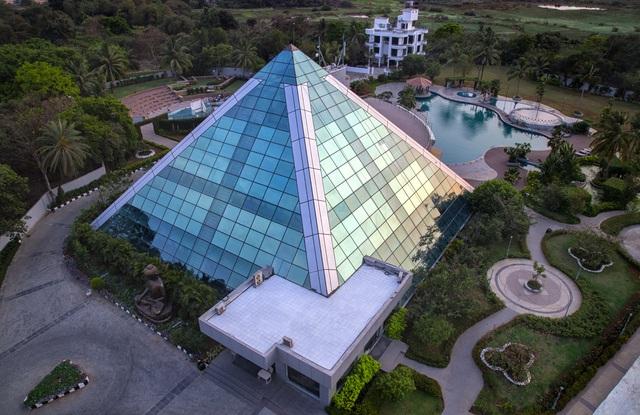 Pali Beach Resort Mumbai Room Rates Reviews Amp Deals
