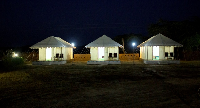 04_Tent_-_Night_View