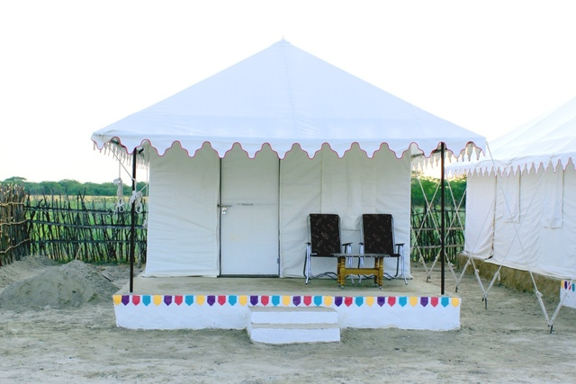 01_Tent_Front_View