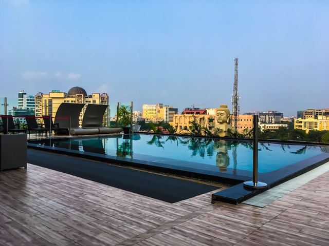 Hotel savvy grand lucknow room rates reviews deals - Grand menseng hotel swimming pool ...