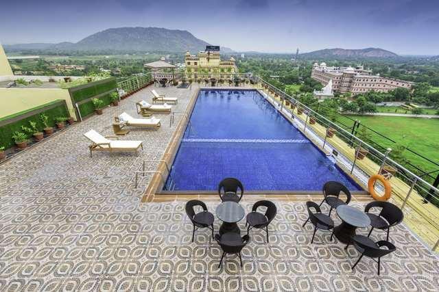 clarion-inn-jaipur-pool-122511143411-jpeg-fs
