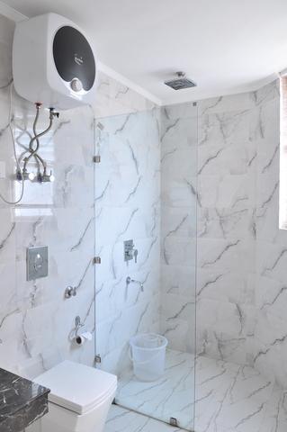 Suite_Room_Bathroom_(0)