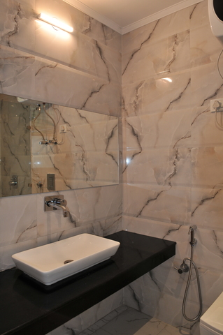 Suite_Room_Bathroom_(1)