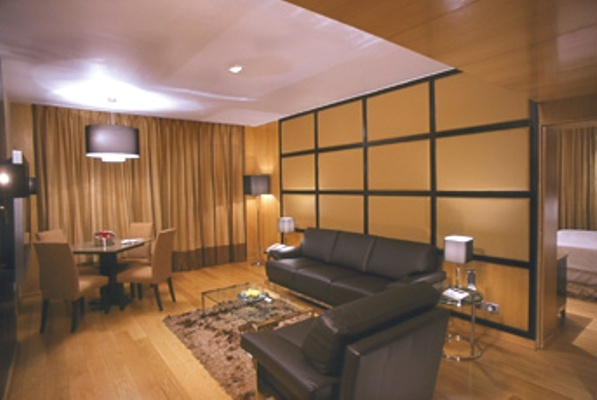 Executive_Suite__Living_Room