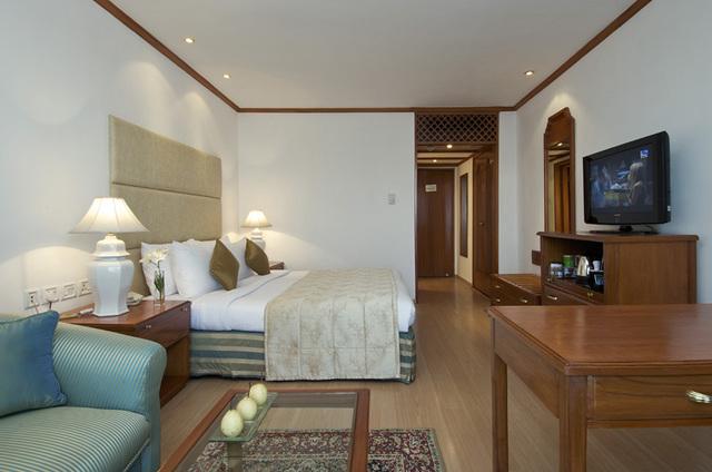 30336558-L1-Residency_Lake_Facing_Room_3