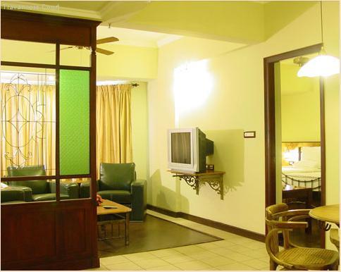 Suite_Room_w.JPG