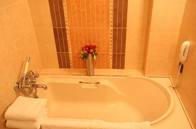 Bath_tub_in_Executive_Room