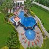 Pool_Side_Lawns