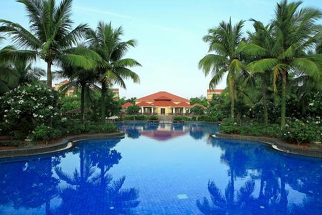 Ocean spray pondicherry use coupon code hotels get 10 off for Hotels with swimming pool in pondicherry