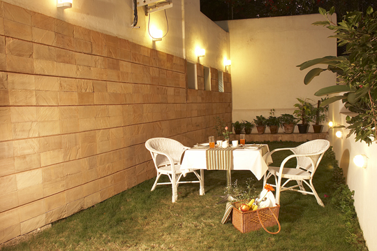 08._Red_Carpet_Residence_-_Garden_Cafe