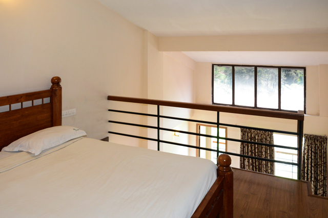 Suite_Club_Room_II_(1)