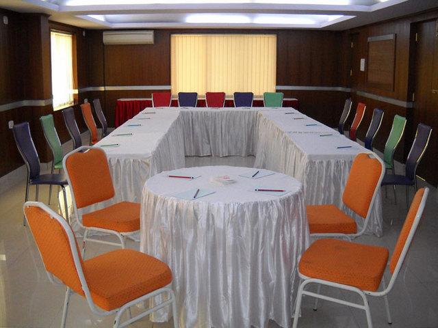Golden Metro Hotel Bangalore Room Rates Reviews Amp Deals