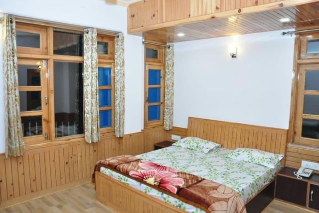 sara-hotel-narkanda-semi-deluxe-room-112496352883-jpeg-fs