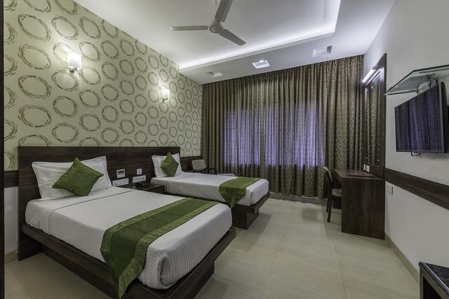 Oak_Room_-_Twin_Bed_1