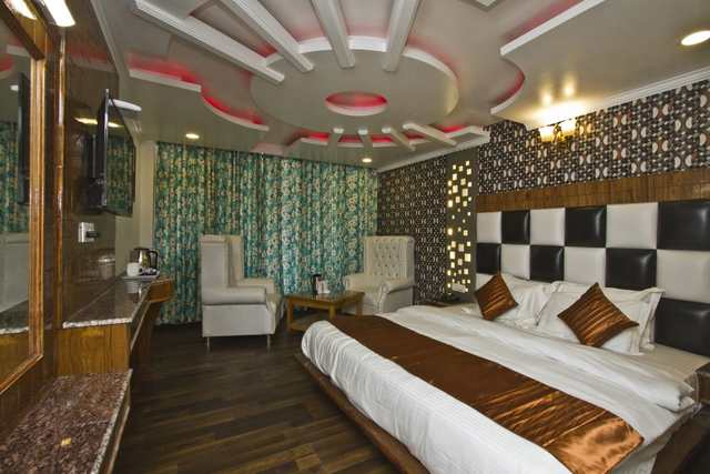 the-paramount-inn-manali-super-deluxe-room-129467452817-jpeg-fs