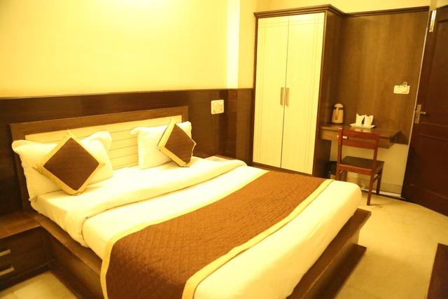 hotel-sagun-jaipur-deluxe-bed-room-101231381213-jpeg-fs