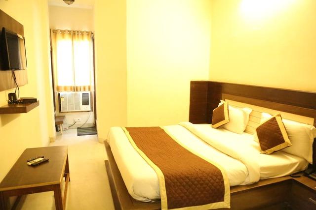 hotel-sagun-jaipur-deluxe-bed-room-101468767814-jpeg-fs