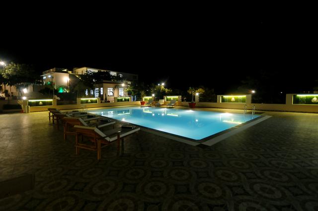 Pool_in_the_Night