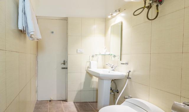Maple_Bathroom_2