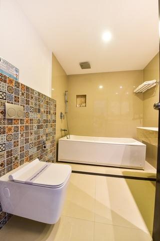 Deluxe_bathroom