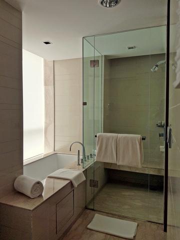 Amritsar_Suite_-_Suite_-_Washroom_1