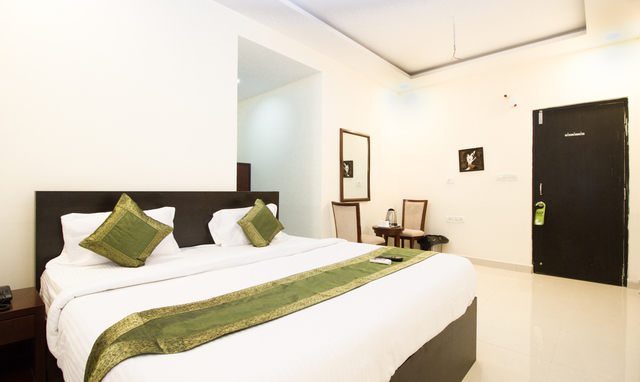 maple_double_bed_room(2)-Edit