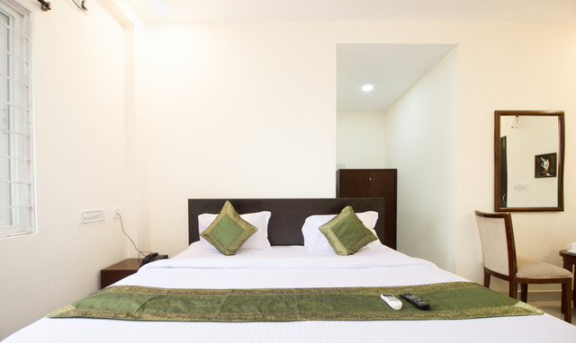 maple_double_bed_room(4)