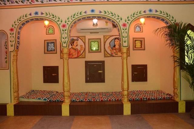 hotel-khandaka-mahal-jaipur-coomon-sitting-area-with-family-room-63069087632fs