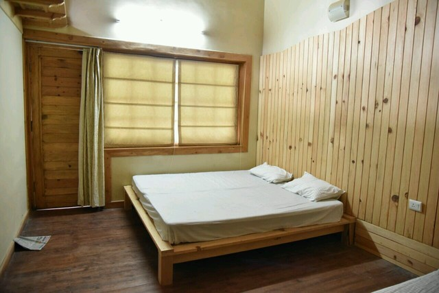 Deluxe_Room_with_sitout